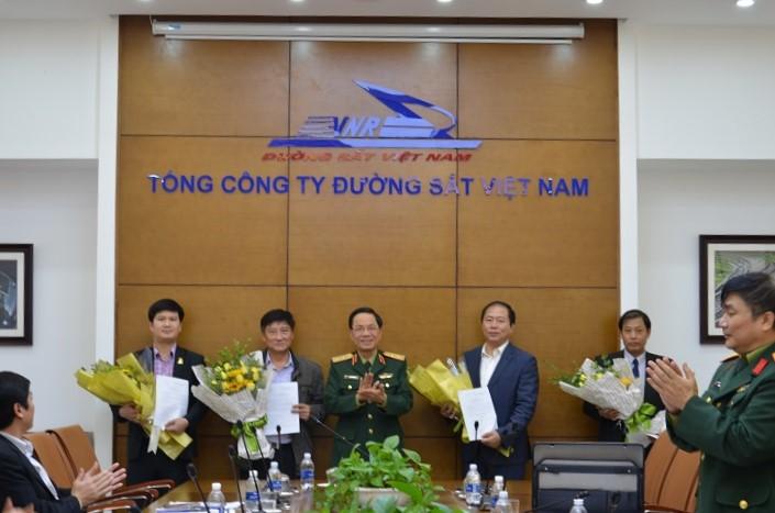Trung tướng Nguyễn Duy Nguyên - Cục trưởng Cục Dân quân tự vệ triển khai Quyết định kiện toàn cán bộ Ban Chỉ huy quân sự Tổng công ty ĐSVN